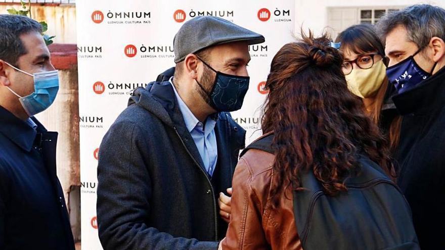 Òmnium Cultural exhibeix els suports a l'amnistia de Yoko Ono, Rousseff i cinc Nobels