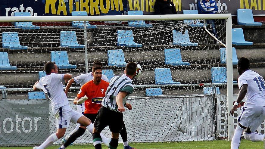 El Arosa esboza sus primeros trazos ante el Rácing de Ferrol (0-1)