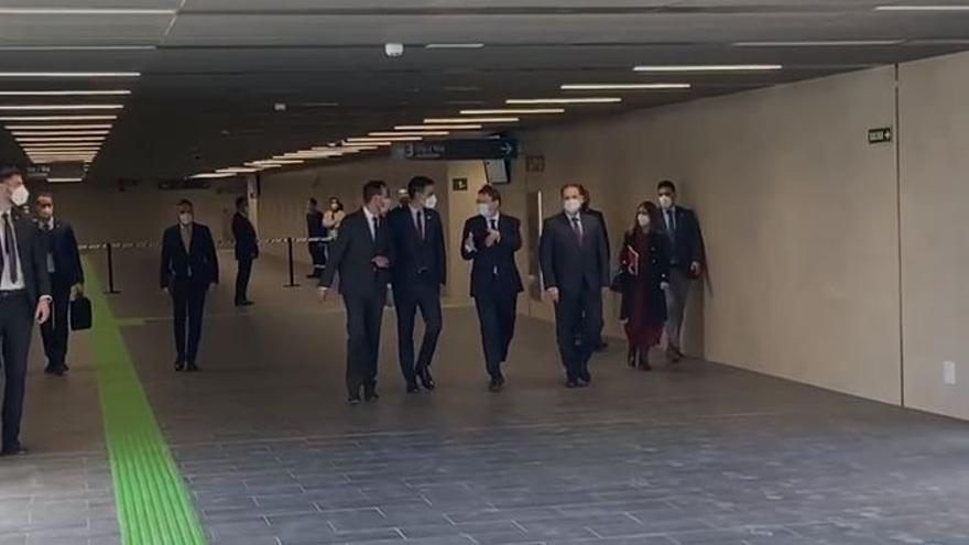 Llegada de Pedro Sánchez a la estación del AVE en Elche