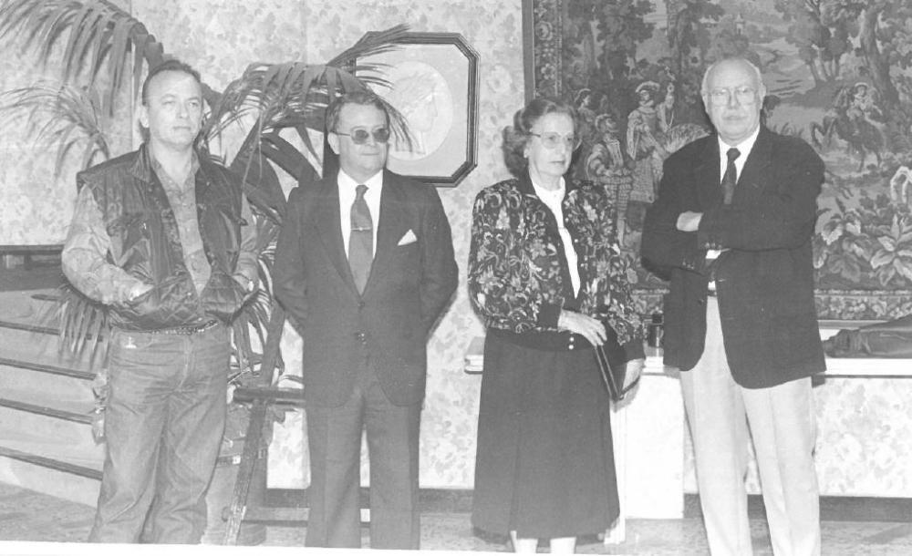 Para 1992, el acto se adelantó casi un mes: 19 y 20 de octubre. Pero seguía siendo todo en un día. El jurado de mayores: Alex Alemany, Enrique Real, Carmen Insa y Anfós Ramón (José Luis Vivas llegó un poquito más tarde). El primero elegido por el presidente de Unión Vaolenciana, Vicente González Lizondo.