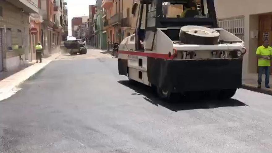 EU denuncia la sustitución de adoquín por alquitrán en el centro de Silla