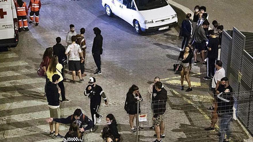 Queixes veïnals a la plaça de Sant Joan de Berga pel 'botellón' de grups de joves