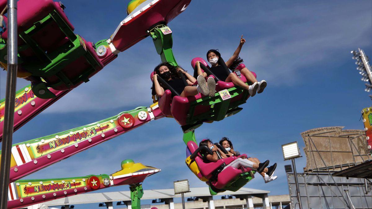 Jóvenes cordobesas disfrutando de la primera jornada del Vive Park el pasado viernes.