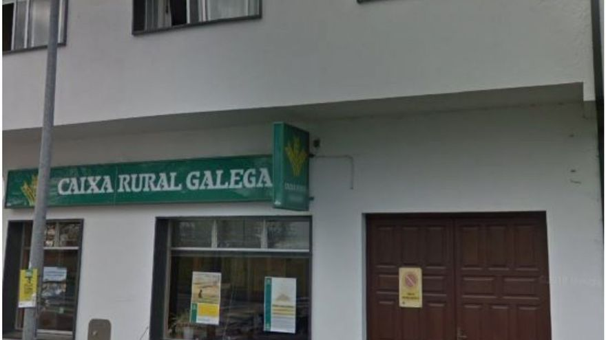 Revientan con explosivos un banco en Castro de Rei y se llevan unos 30.000 euros