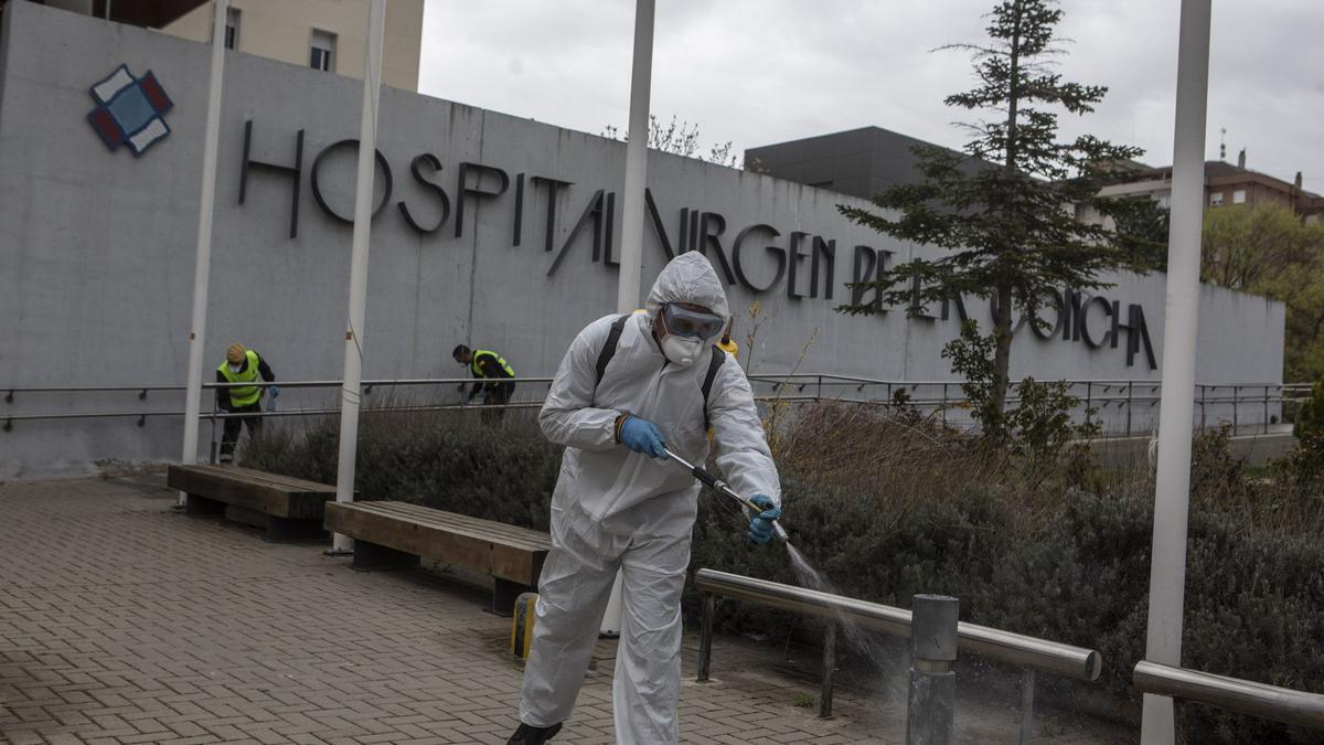 Tareas de desinfección en el Hospital Virgen de la Concha de Zamora
