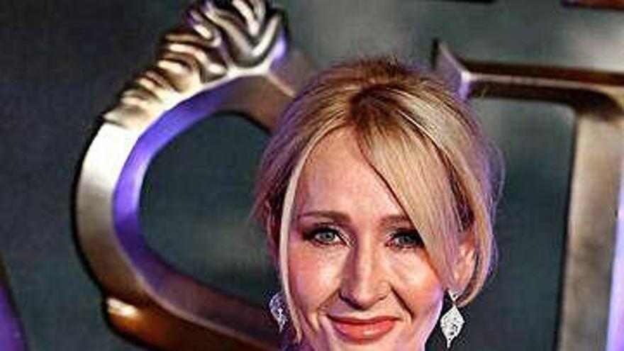 Rowling dice que usó casos reales para su asesino travesti