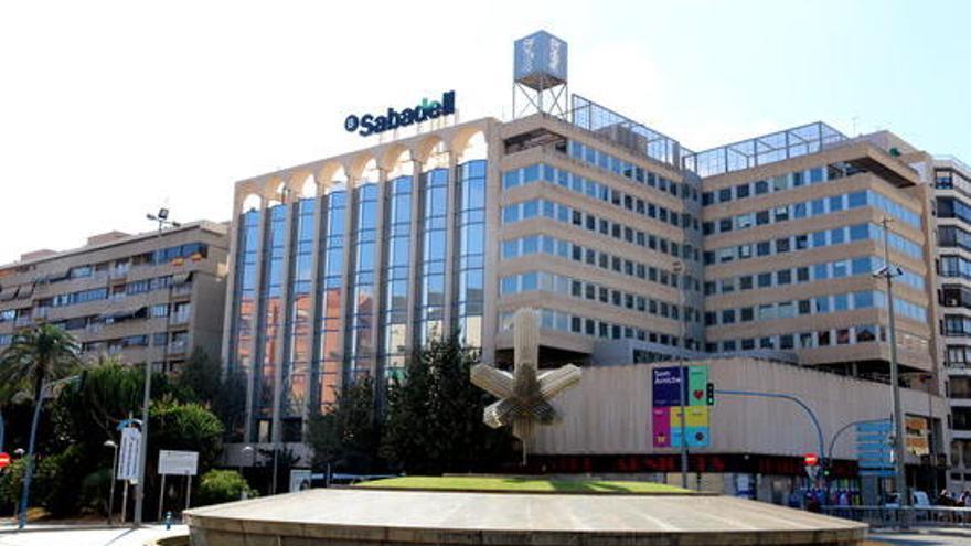 Banc Sabadell segueix els passos de CaixaBank i ven la pràctica totalitat del seu negoci immobiliari