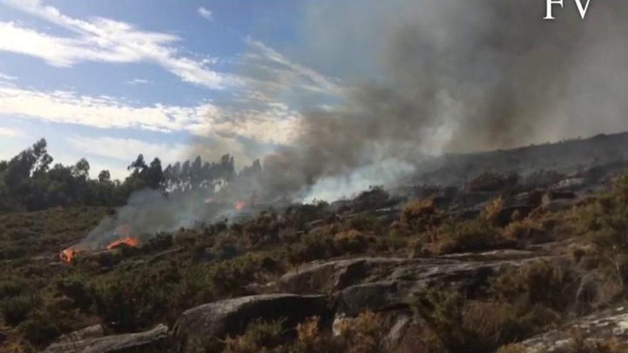 Dieciséis incendios forestales azotan Galicia...