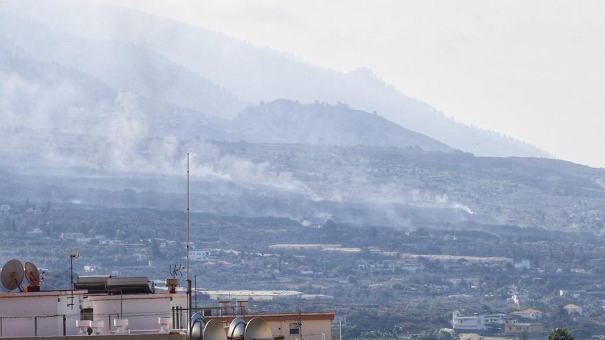 La lengua norte de la colada del volcán de La Palma se ensancha