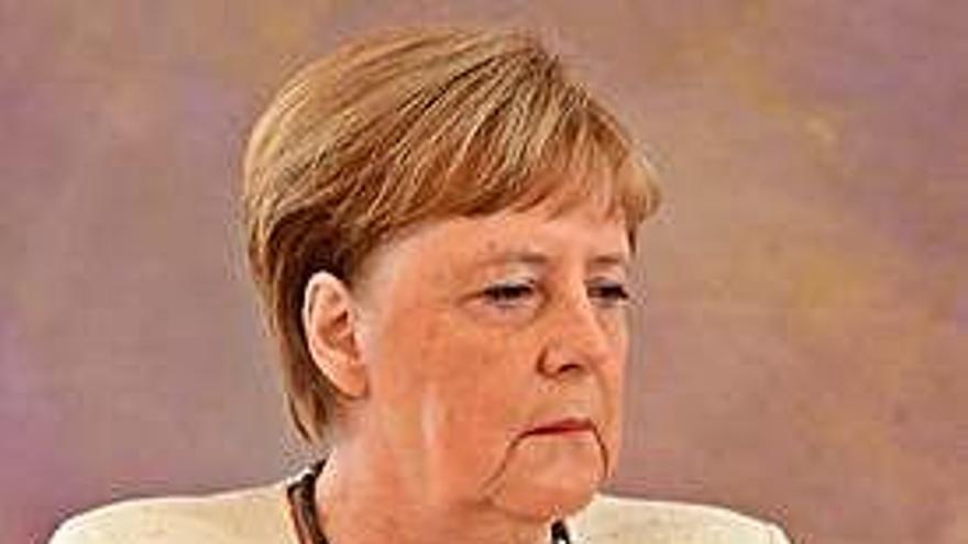 Inquietud tras la repetición de los temblores de Merkel en un acto en Berlín