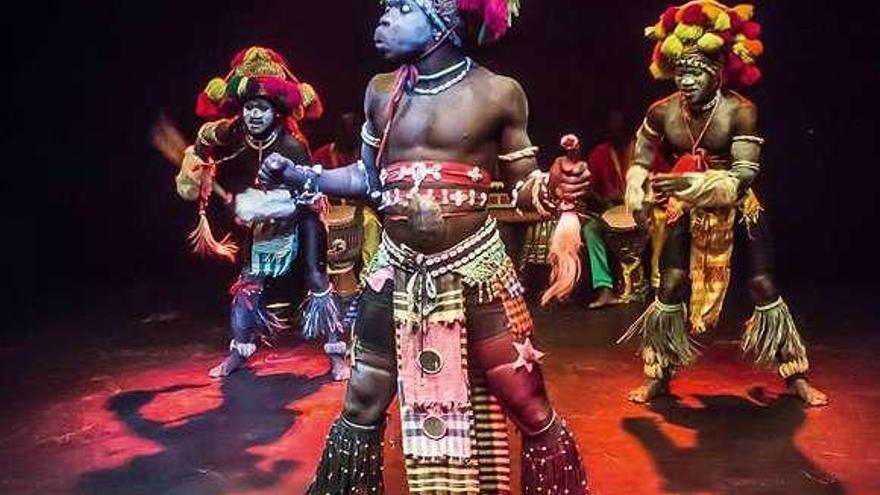 Danzas de Estados Unidos, Guinea y Martinica recalan en Ponteareas