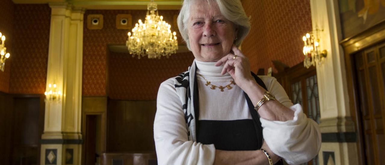Carmen Martorell en uno de los salones del Ateneo.