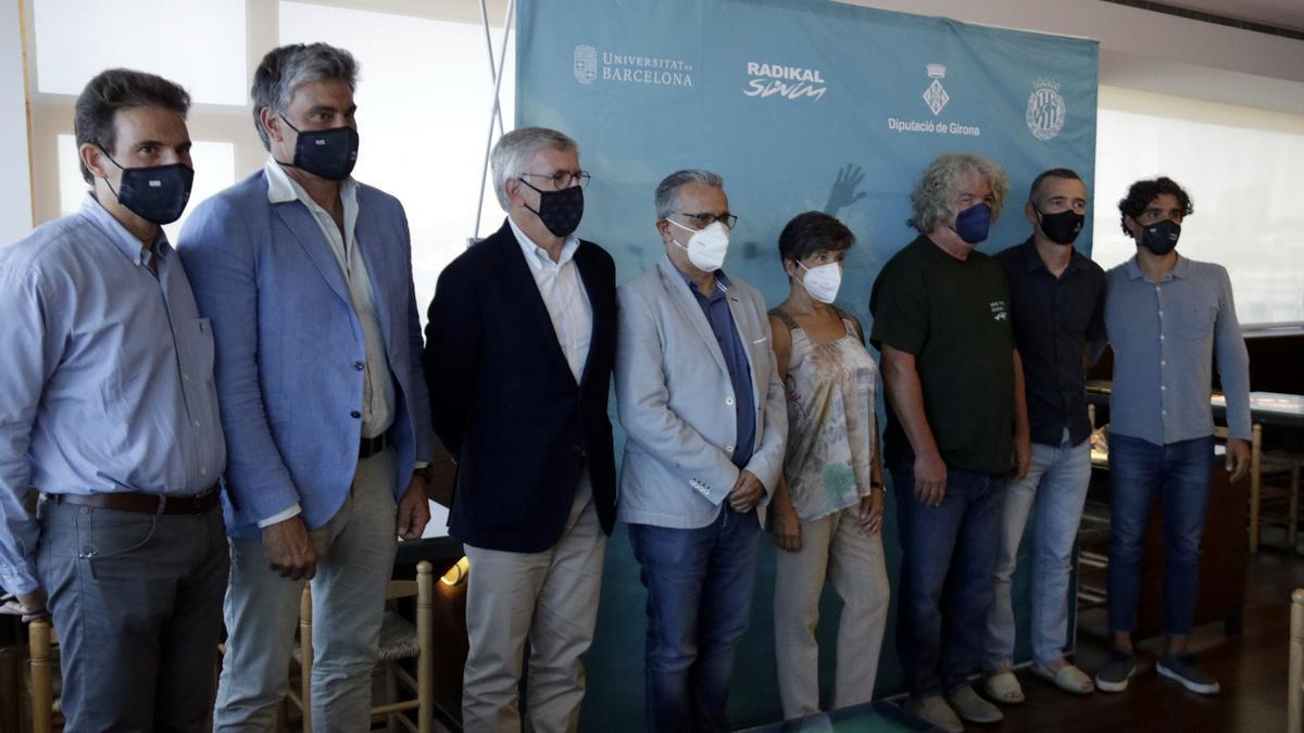 Foto de família de la presentació del repte KAI a Palamós, el 5 de juliol del 2021 (horitzontal)