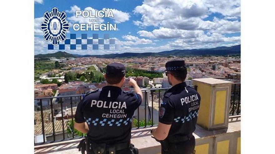 """La Policía Local de Cehegín advierte a las personas mayores sobre el peligro de sufrir un robo mediante el """"abrazo cariñoso"""""""