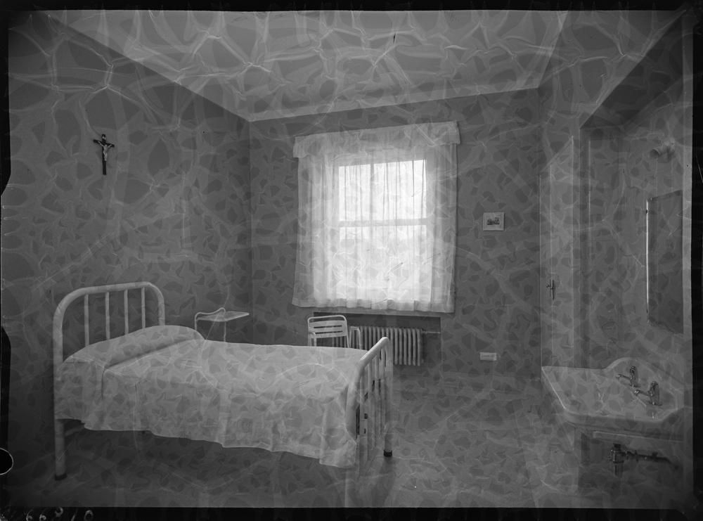 Habitaci�n individual con lavabo en el interior.jpg