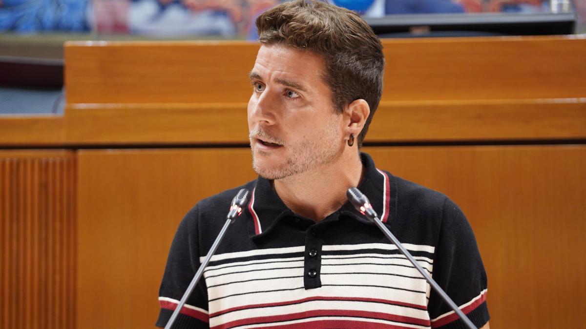 El portavoz de Podemos, Nacho Escartín, utilizó tres lenguas en su intervención en las Cortes.