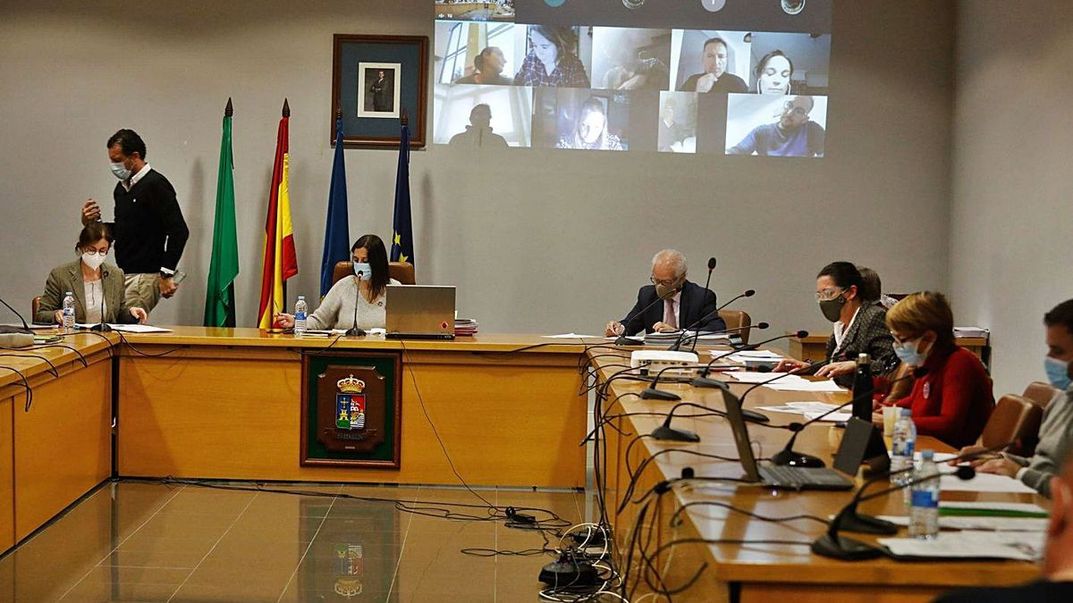 Un momento de la sesión plenaria, ayer, en Castrillón. | Mara Villamuza