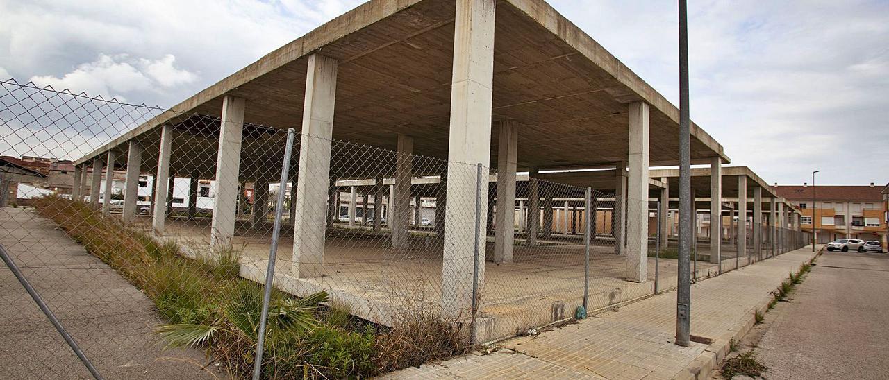 El inacabado aulario ubicado en el secto Gaianes de Carcaixent albergará el segundo centro de salud de Carcaixent. | PERALES IBORRA