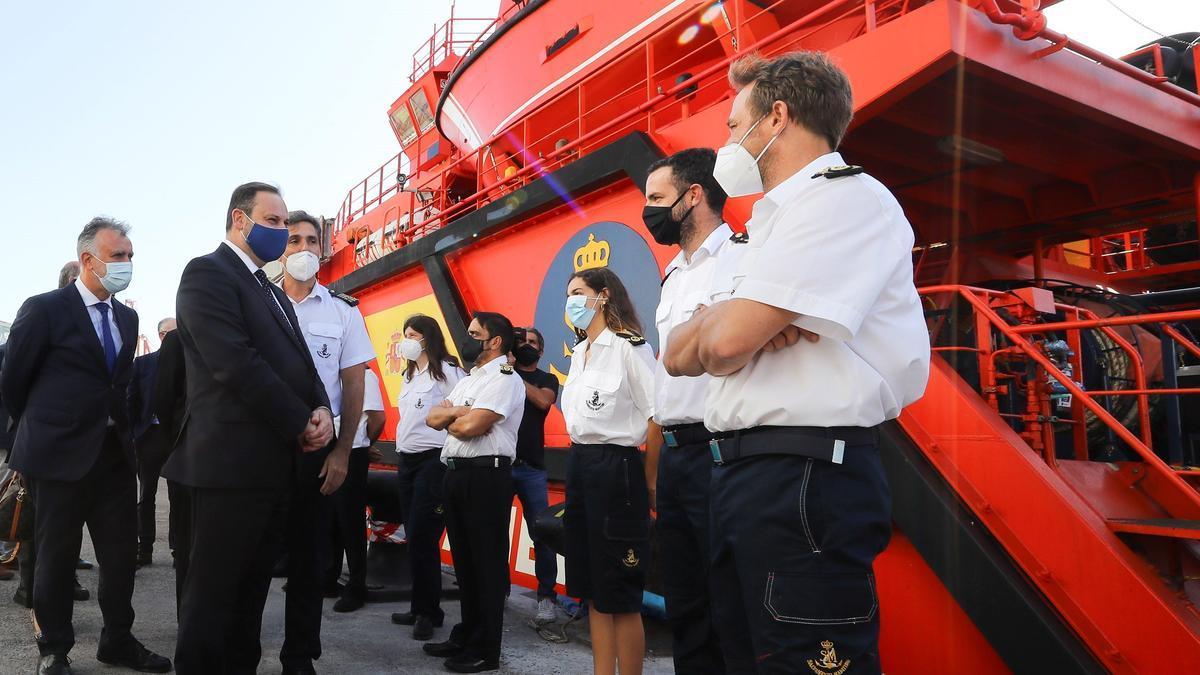 Los ministros de Transportes y Migraciones visitaron el centro de Salvamento Marítimo en Las Palmas de Gran Canaria