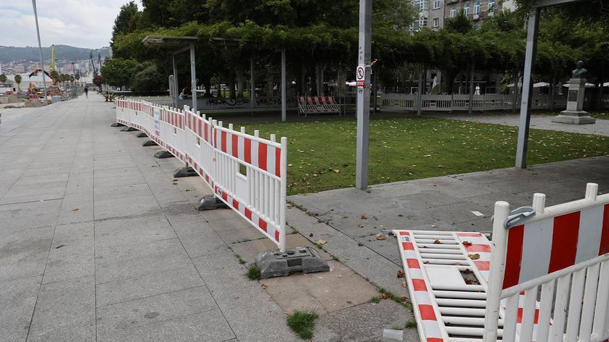 El botellón vuelve a Montero Ríos y plaza de Portugal con actos vandálicos y peleas