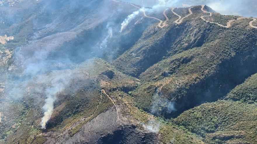 Els accessos a Port de la Selva segueixen tancats per l'incendi