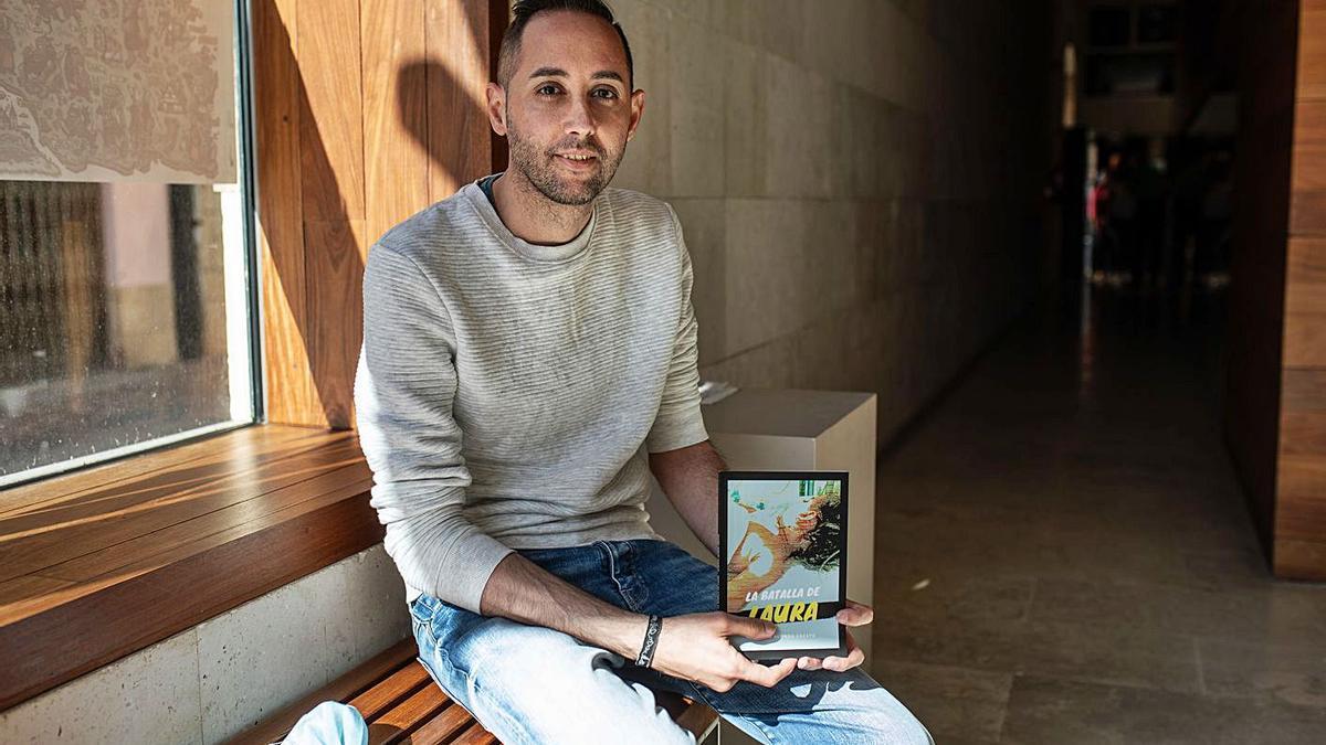 """Alberto Alonso, antes de presentar su libro """"La batalla de Laura"""" en el Museo Etnográfico."""