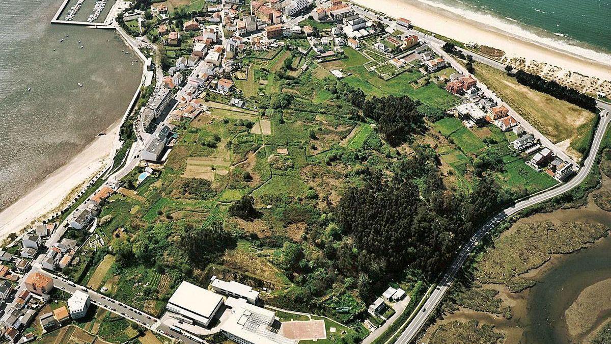 Vista aérea de monte Piñeiro, en Miño.