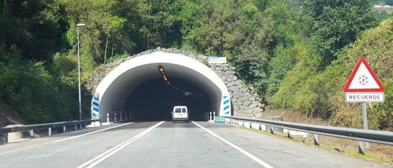 El acceso al túnel de Sotrondio, ya habilitad para el tráfico de vehículos.