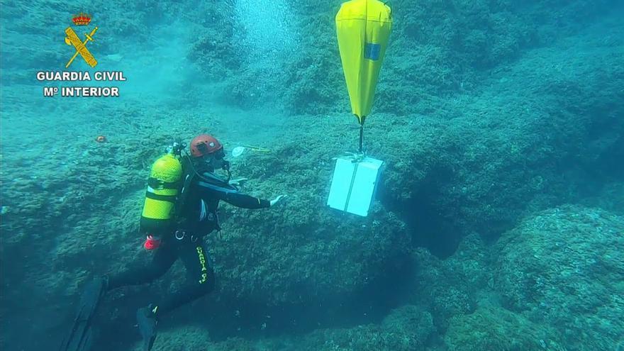 Recuperan en el fondo del mar una caja fuerte robada en una casa de Cala Marçal
