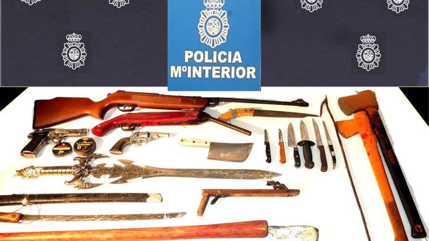 Detenido en Cantabria por agredir a su padre con un cuchillo y tener un arsenal de armas en su habitación