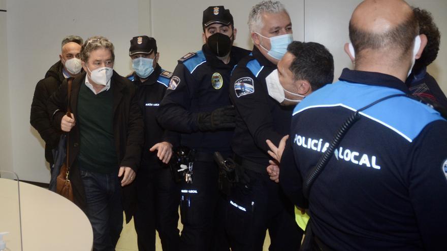 Tensión en Pontevedra: Los trabajadores de Ence increpan a Lores a su salida del Concello