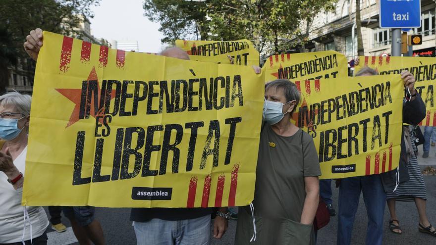 Protestas frente al consulado de Italia en Barcelona por la detención de Puigdemont