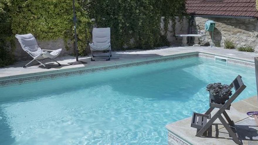 Arriba Swimmy, un web com Airbnb però per llogar piscines
