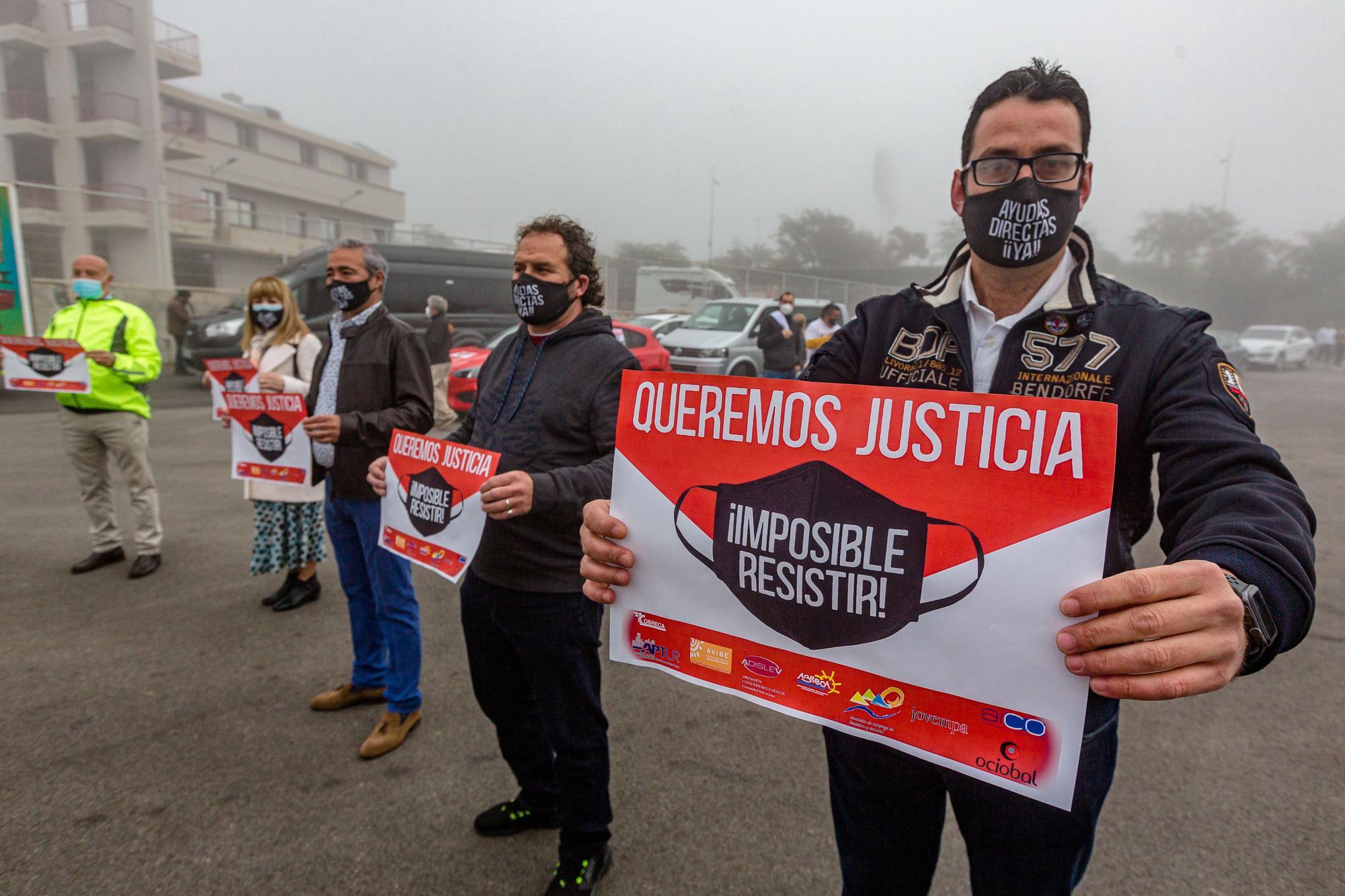 """Los hosteleros y comerciantes de Benidorm se manifiestan en caravana hasta Valencia: """"Imposible resistir"""""""