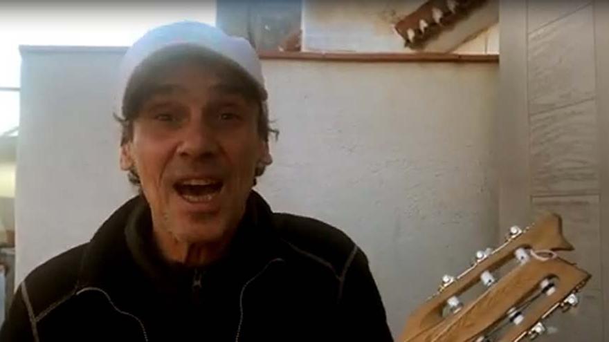 """Manu Chao canta contra la """"especulación"""" en As Percebeiras"""