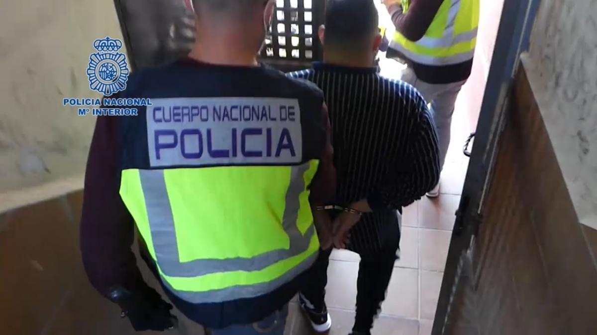Ingresa en prisión el detenido por agredir con un adoquín a un policía