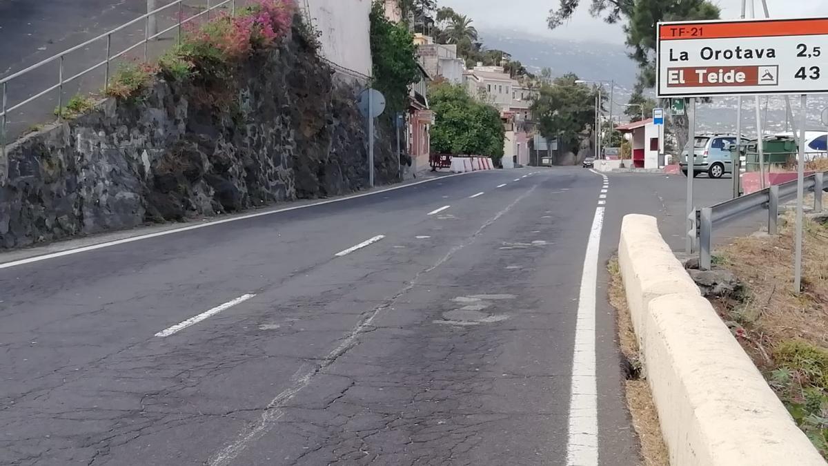 Un tramo de la TF-21, entre Santa Úrsula y La Orotava.