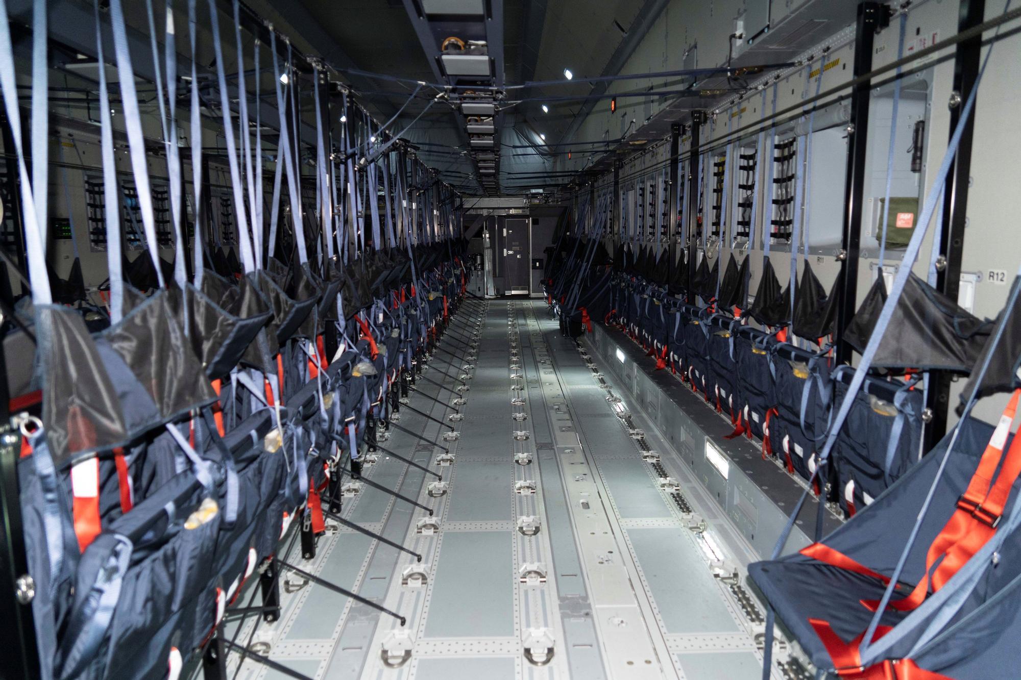 El primer avión para repatriar a los españoles de Afganistán salió anoche de Zaragoza