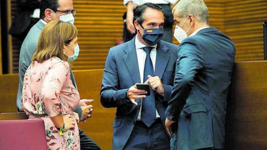La pugna de PP y Cs por liderar las iniciativas en las Cortes pone en apuros al Consell