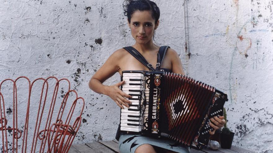 La cantante Julieta Venegas inicia su gira canaria en Puerto del Rosario