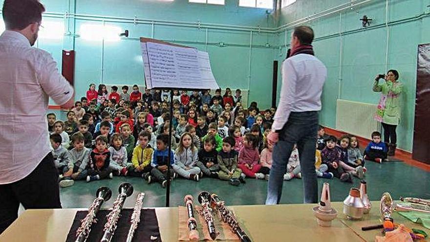 Un trío de piano, viento madera y viento metal actuó para clases de Infantil y Primaria