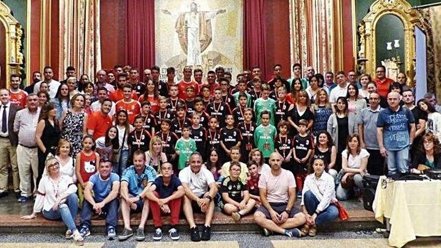 Jugadores y responsables del campus del Milan que se celebra en Zamora este verano.