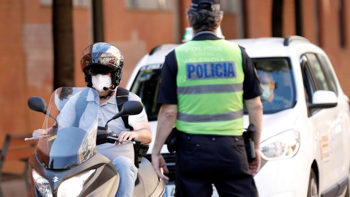 La policía pone 28 denuncias en un mes por incumplir la normativa covid en Benicarló