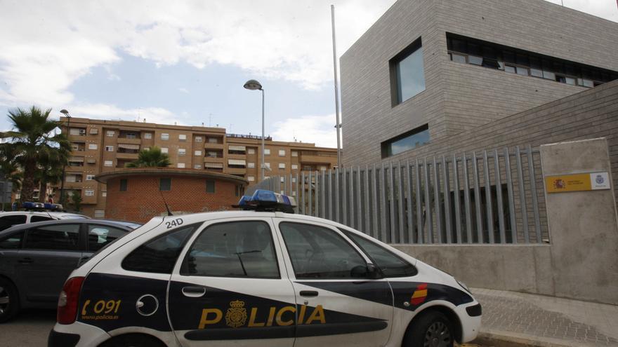 Interior exculpa el trato policial a unas madres migrantes en la comisaría de Paterna