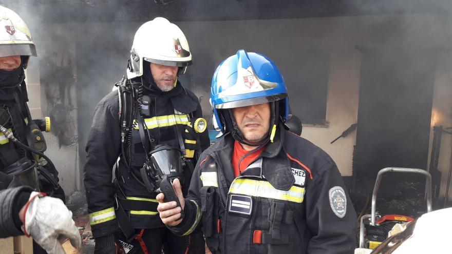 Intoxicada una mujer por inhalación de humo en el incendio de una casa en Canyamel