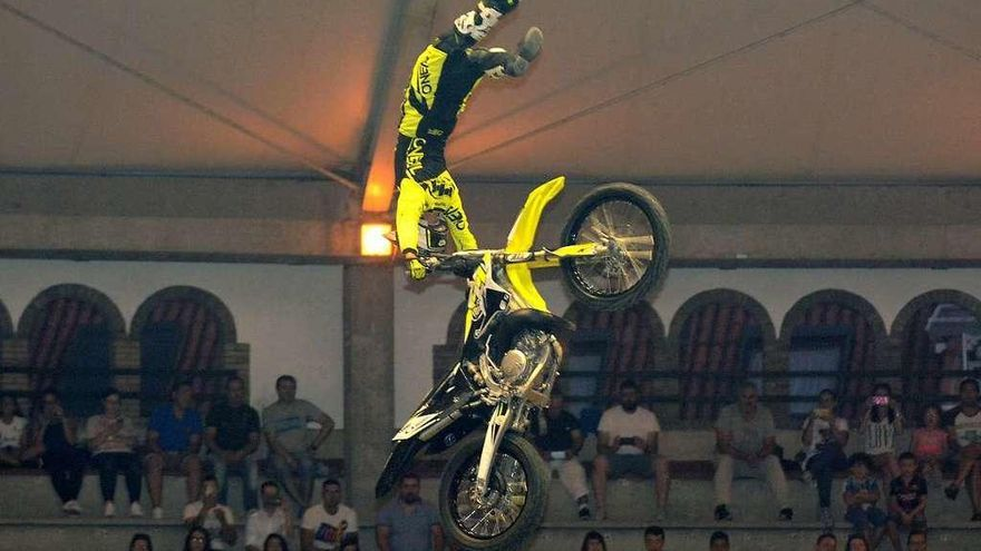 Pontevedra disfruta de un gran espectáculo de Freestyle-Motocross
