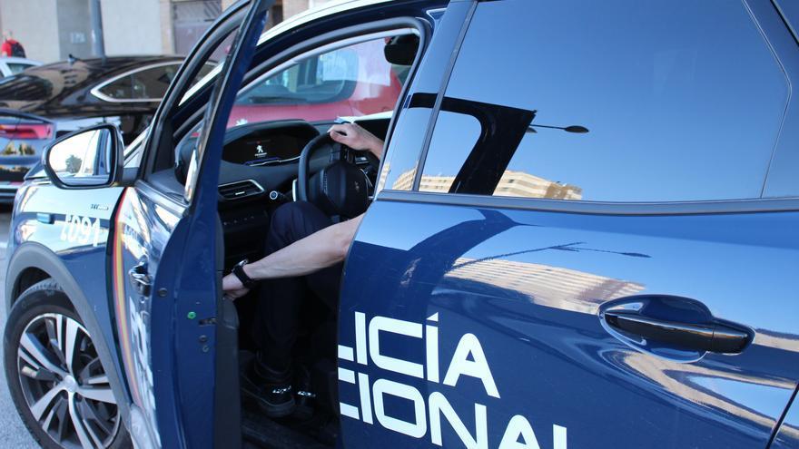 Agarra del pelo y pega a su pareja para llevarla al coche en València