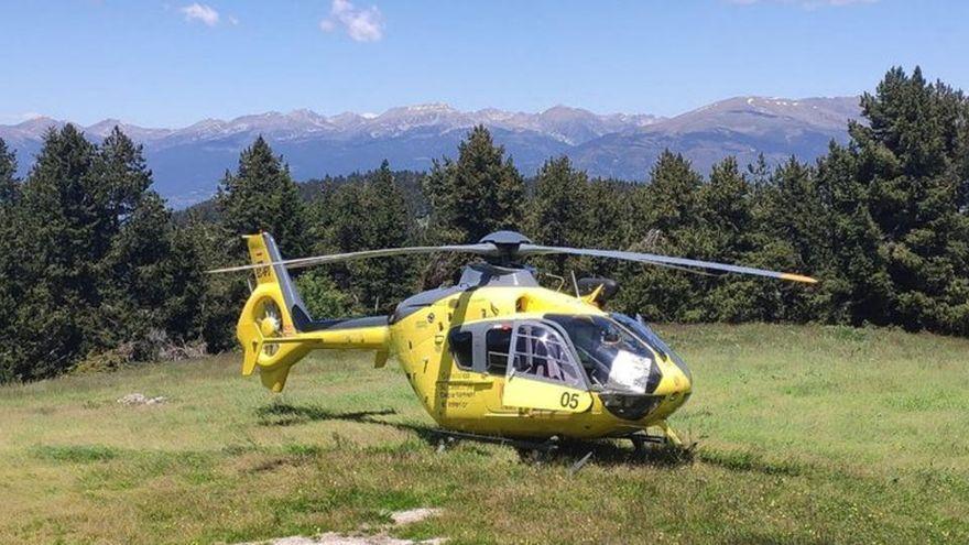 Els Bombers rescaten amb helicòpter una jove amb la cama trencada a Santa Pau