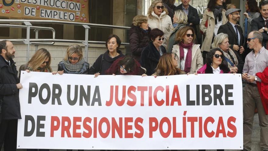 Jueces y fiscales piden una reunión urgente con Delgado