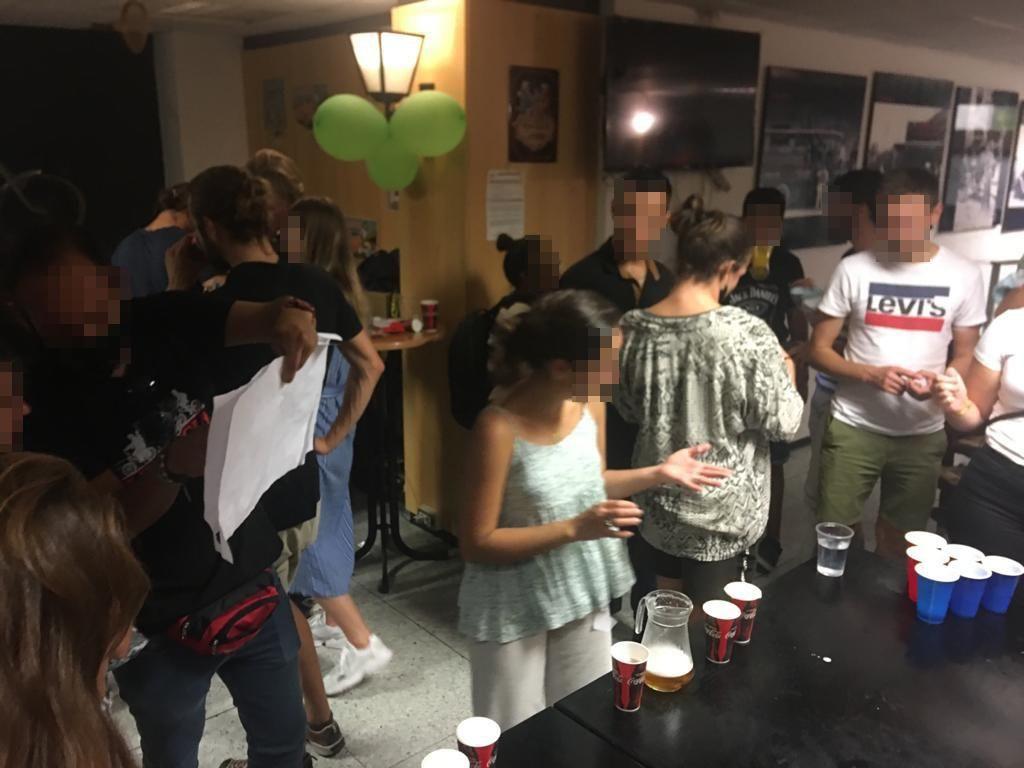 La policía desaloja una fiesta ilegal con más de 150 asistentes en Aragón